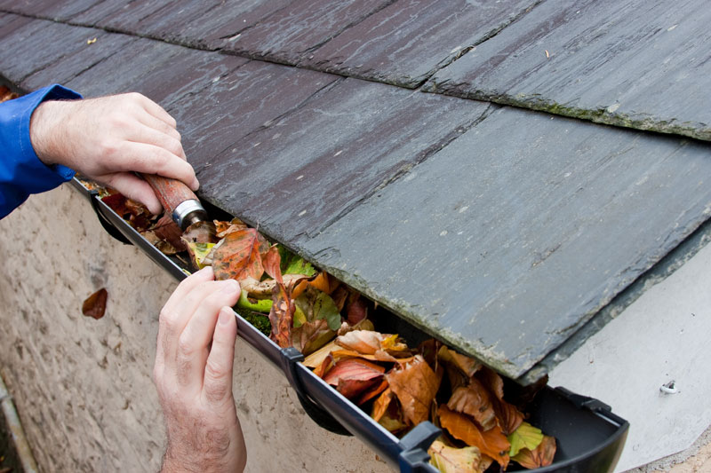 6 Helpful Gutter Cleaning Tips